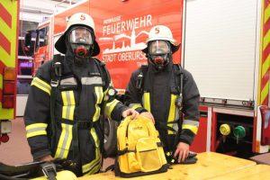 Feuerwehrleute in voller Montur